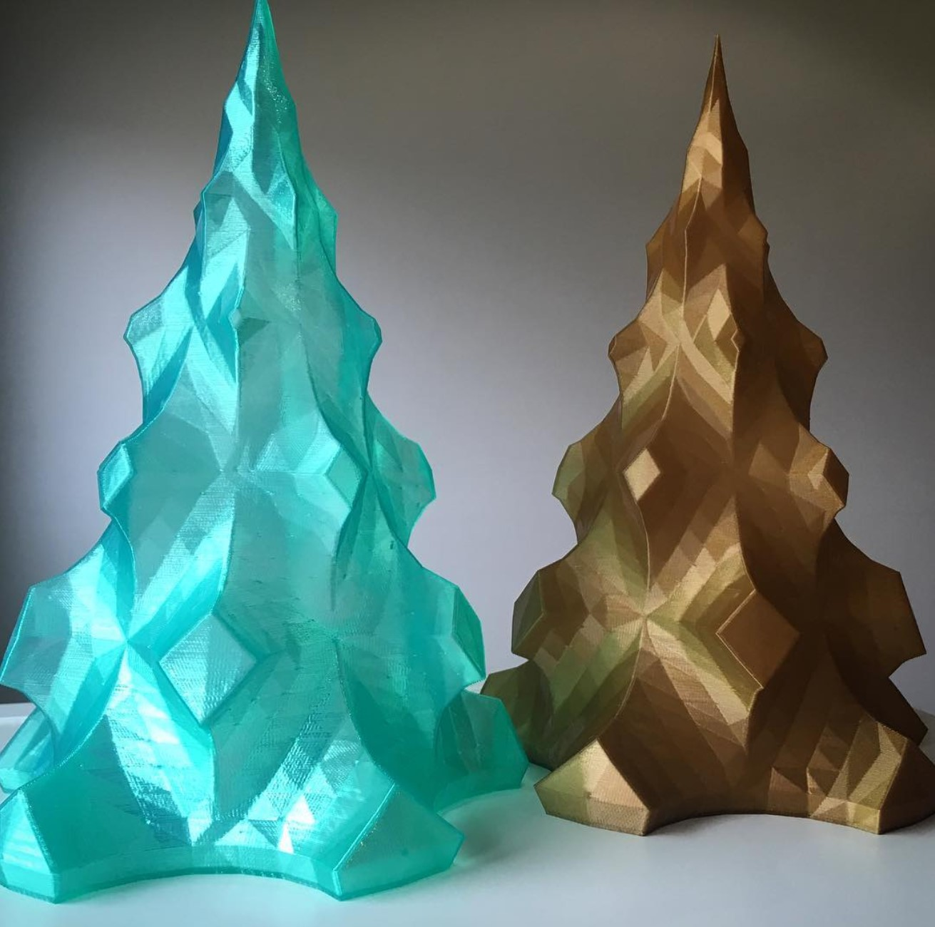 Christmas Tree(s), design by idig3d #christmas #dasfilament #pla #gold #transluzentgrün