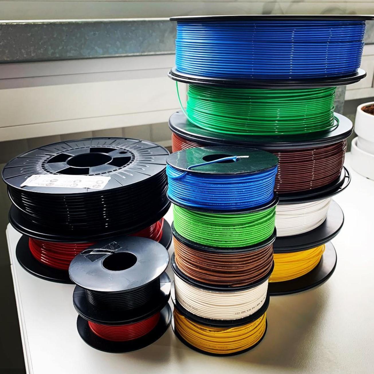 Oh, die Kabel sehen aus wie Mini Filamentspulen :D