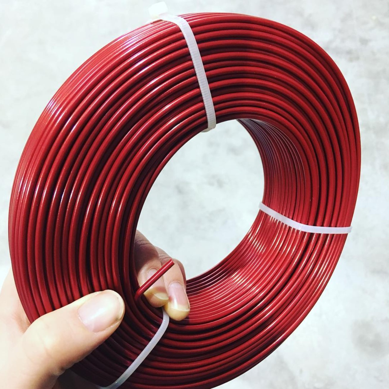 First 2.85 mm refill available! PLA Metallic Red. #masterspool